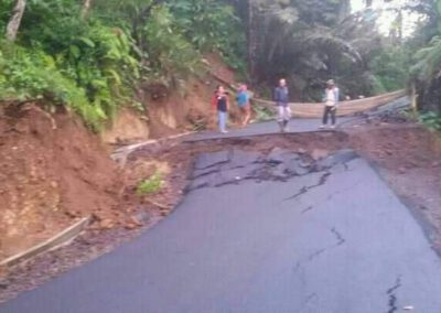 Baru saja di Hotmix jalan Angsana – Gunung kelir anjlok lagi